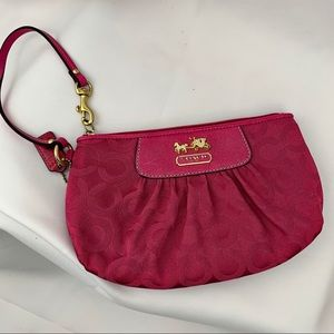 🦩COACH🦩 Wristlet Clutch  Pink traditiona canvas